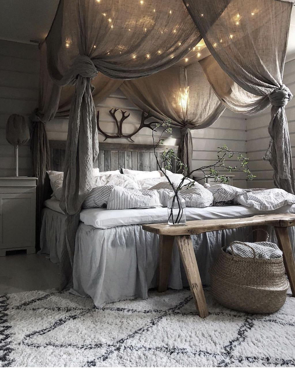 Superb 41 Glamorous Canopy Beds Ideas For Romantic Bedroom Homystyle Home Interior And Landscaping Oversignezvosmurscom