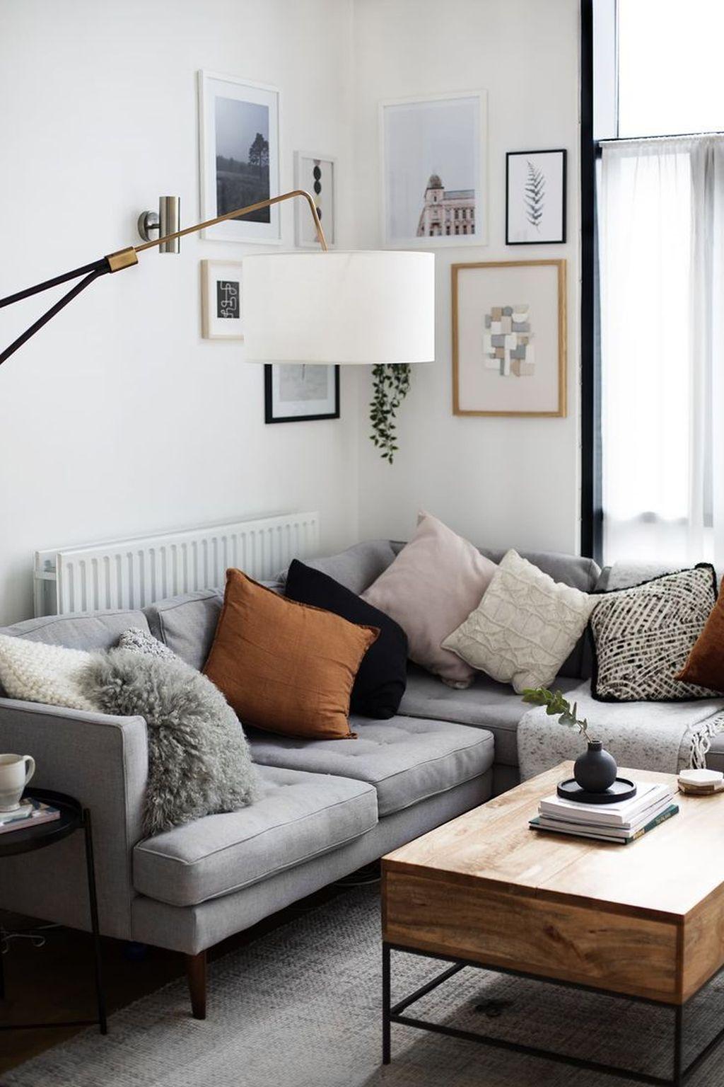 Stunning Living Room Wall Decoration Ideas 21