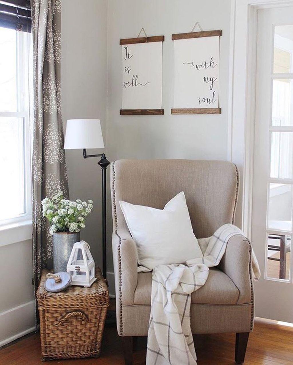 Stunning Living Room Wall Decoration Ideas 22