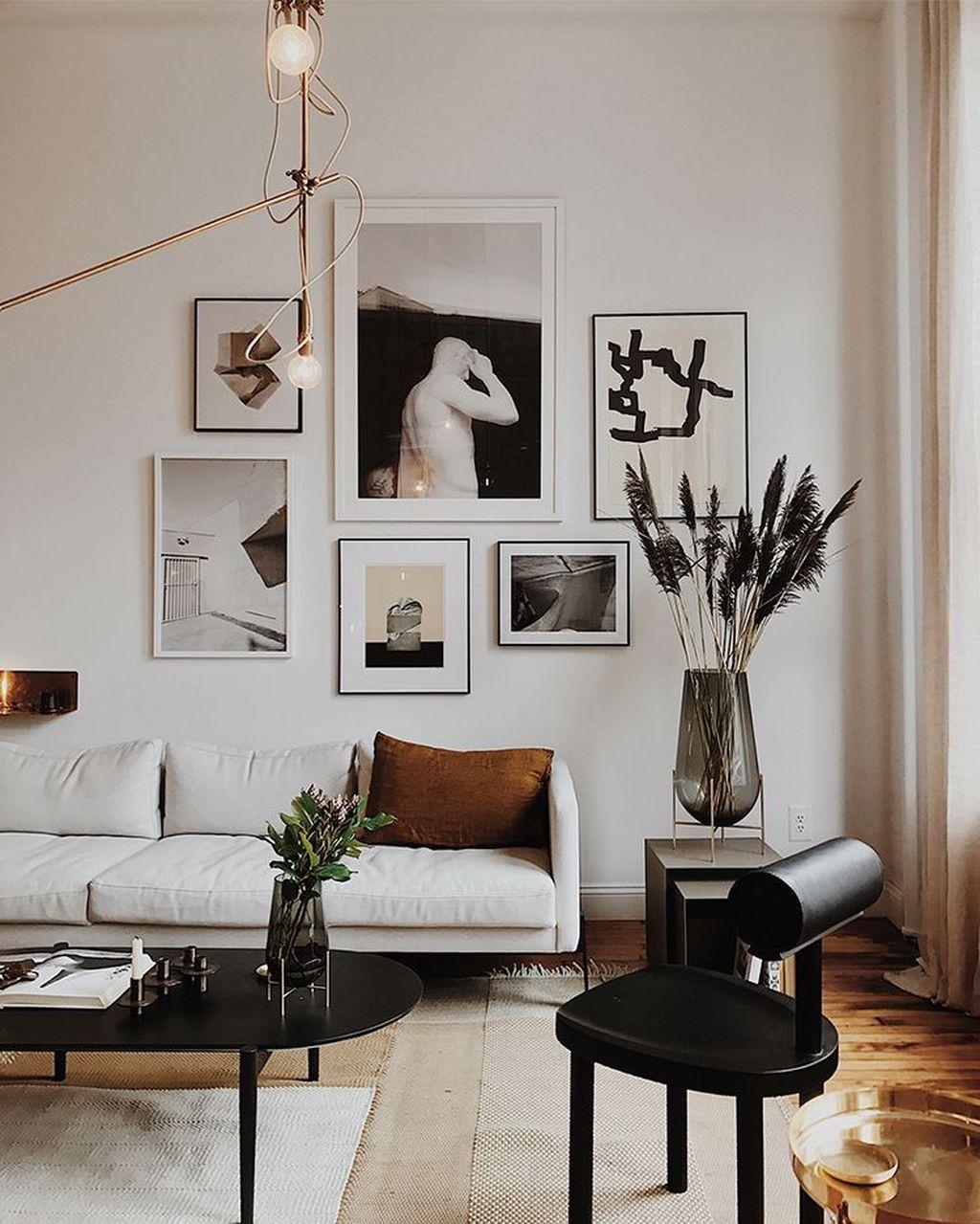 Stunning Living Room Wall Decoration Ideas 39